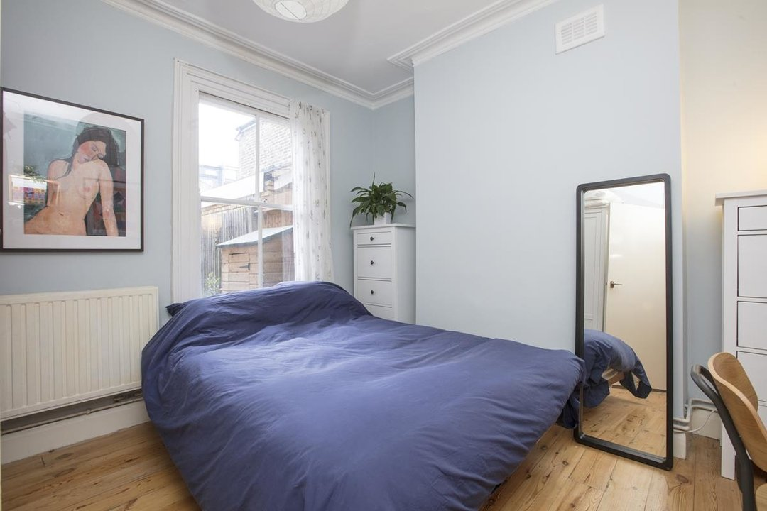 Flat - Conversion For Sale in Henslowe Road, SE22 262 view5
