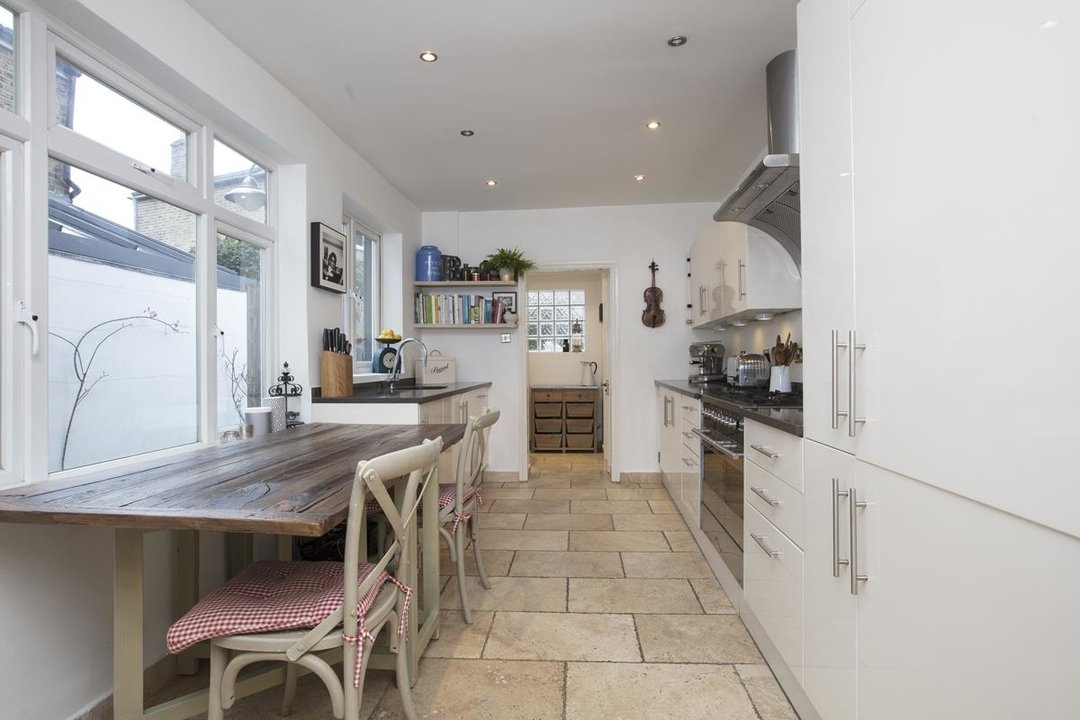 House - Terraced For Sale in Henslowe Road, SE22 275 view4