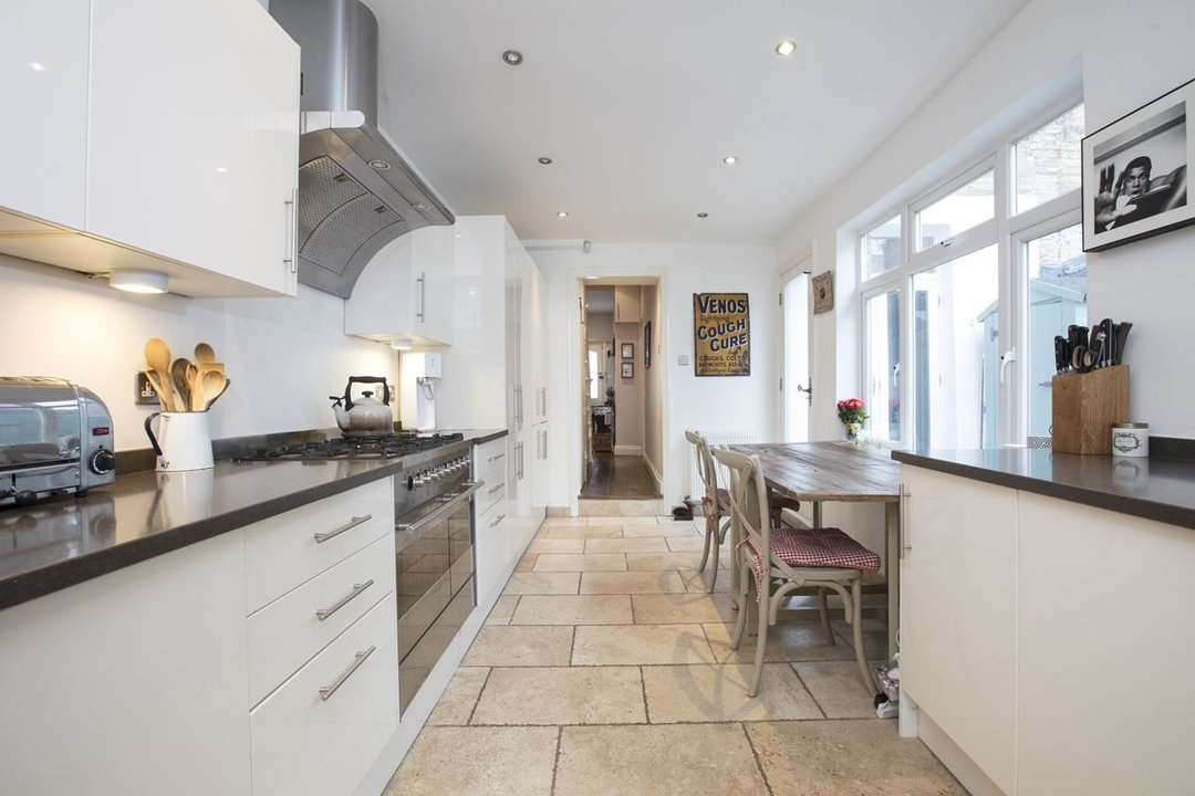 House - Terraced For Sale in Henslowe Road, SE22 275 view2