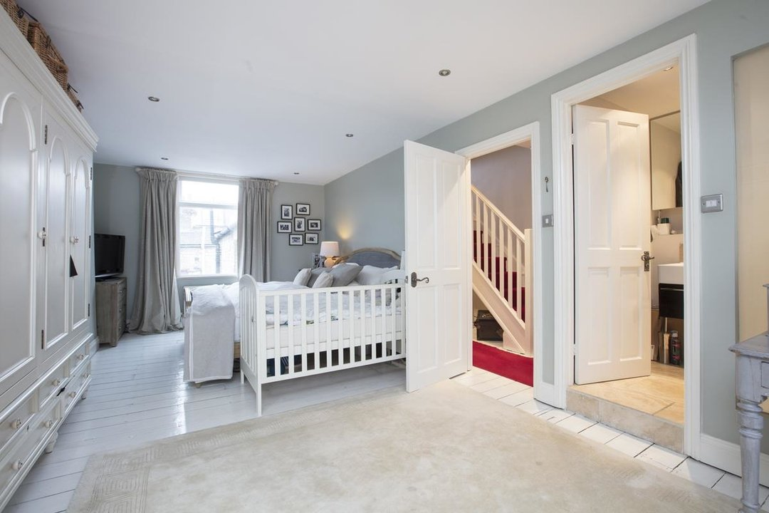 House - Terraced For Sale in Henslowe Road, SE22 275 view9