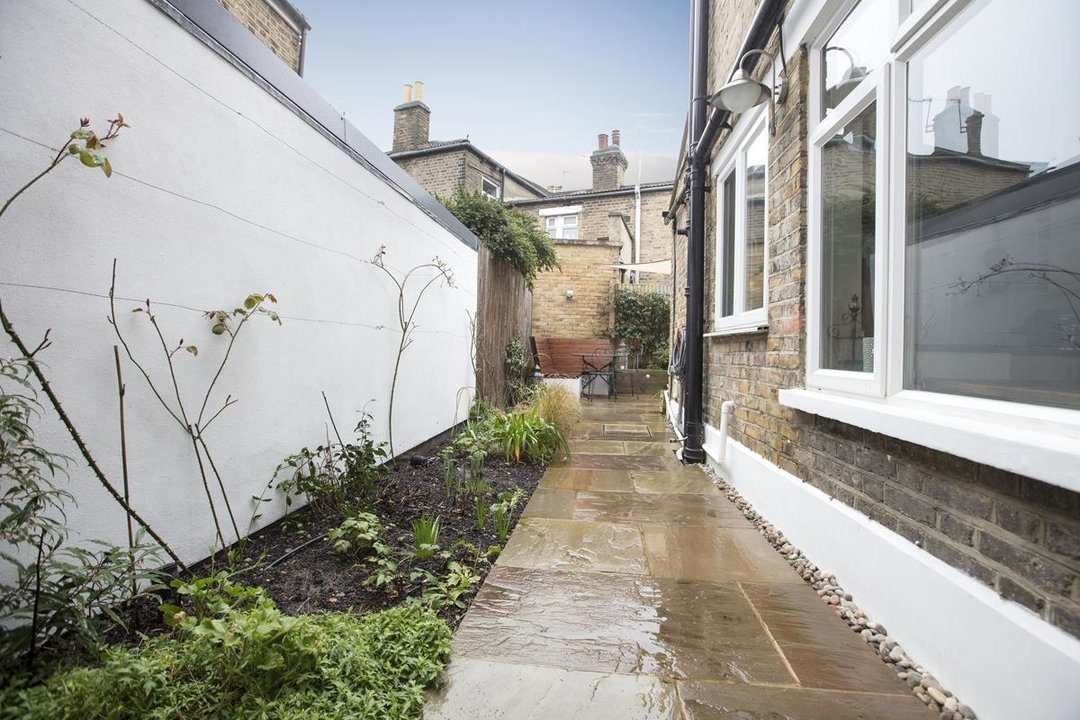 House - Terraced For Sale in Henslowe Road, SE22 275 view8