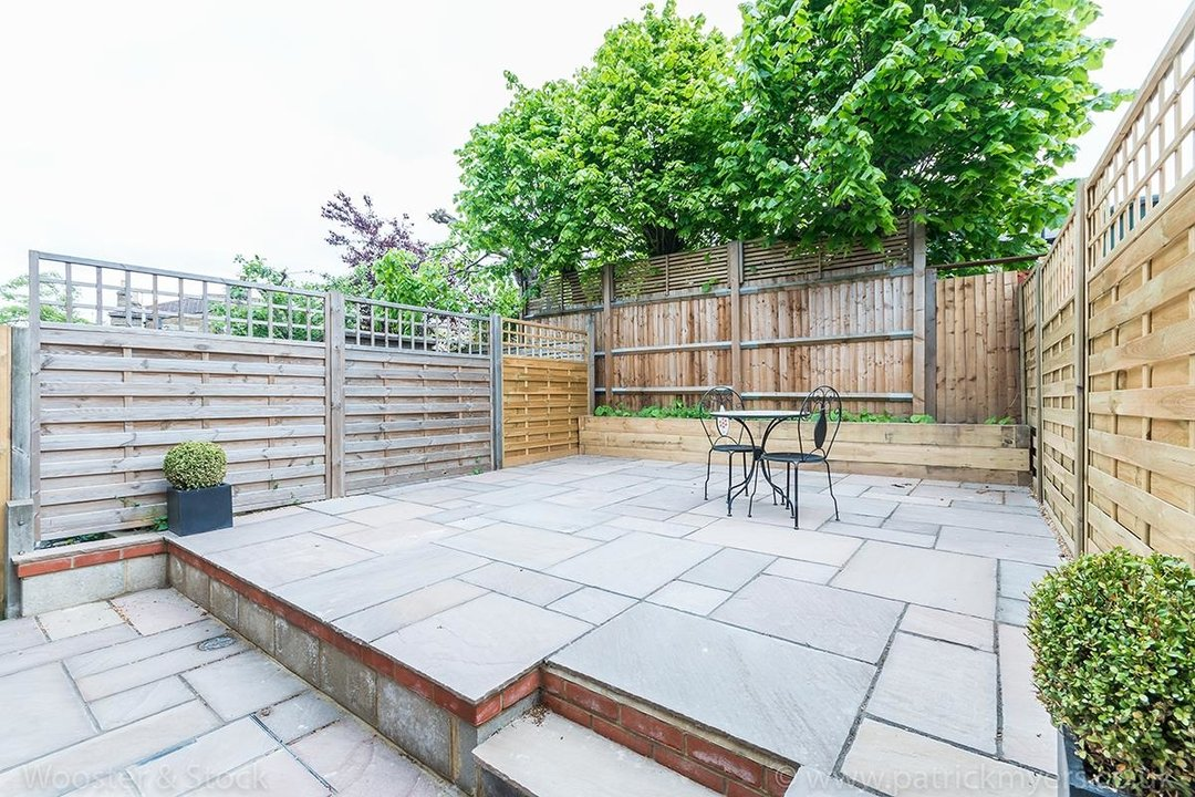 House - Terraced Sold in Henslowe Road, SE22 83 view17