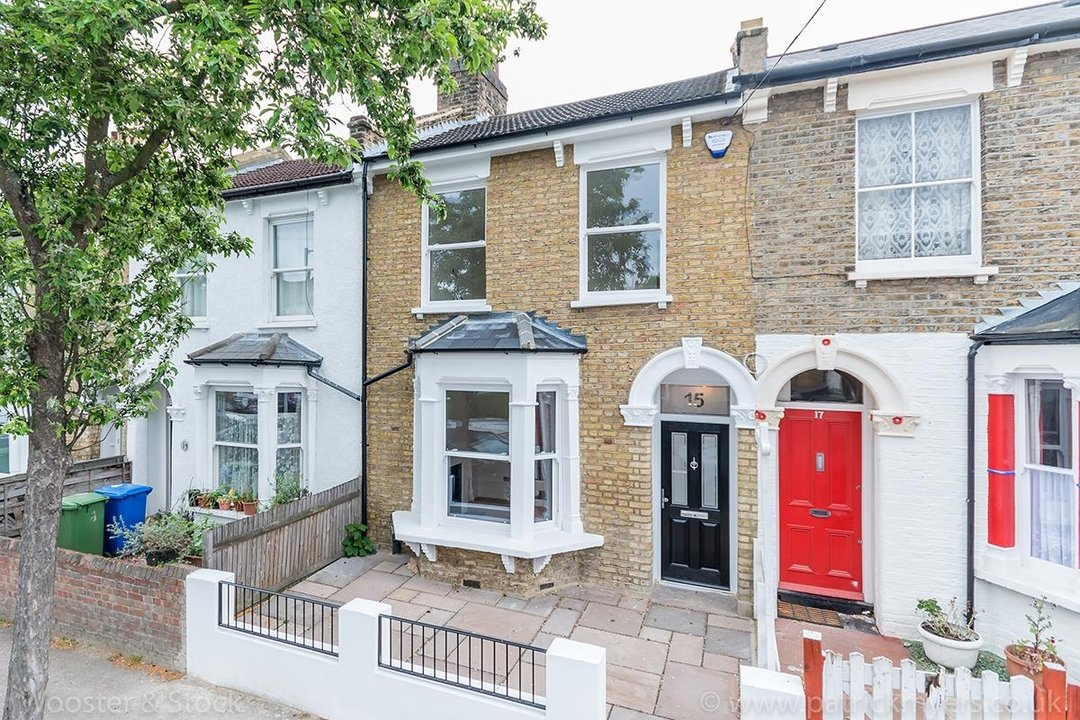 House - Terraced Sold in Henslowe Road, SE22 83 view1