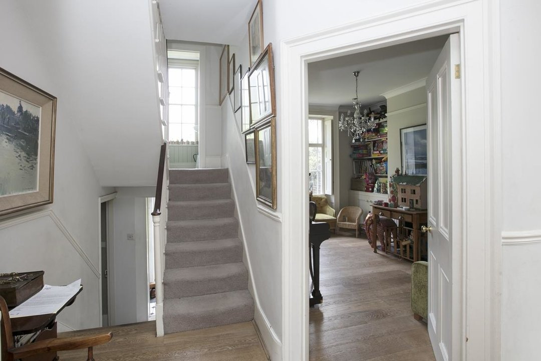 House - Semi-Detached For Sale in Highshore Road, SE15 318 view5