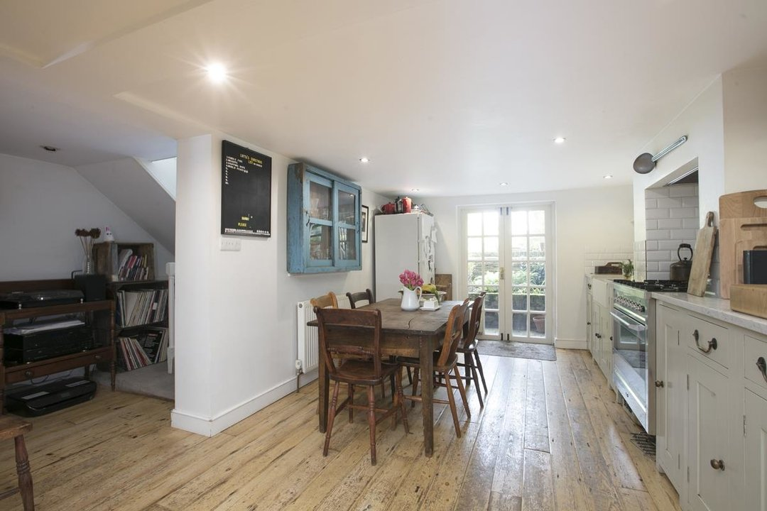 House - Semi-Detached For Sale in Highshore Road, SE15 318 view3