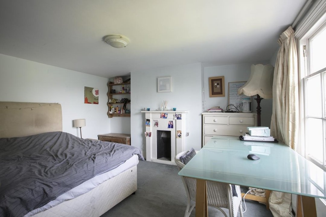 House - Semi-Detached For Sale in Highshore Road, SE15 318 view14