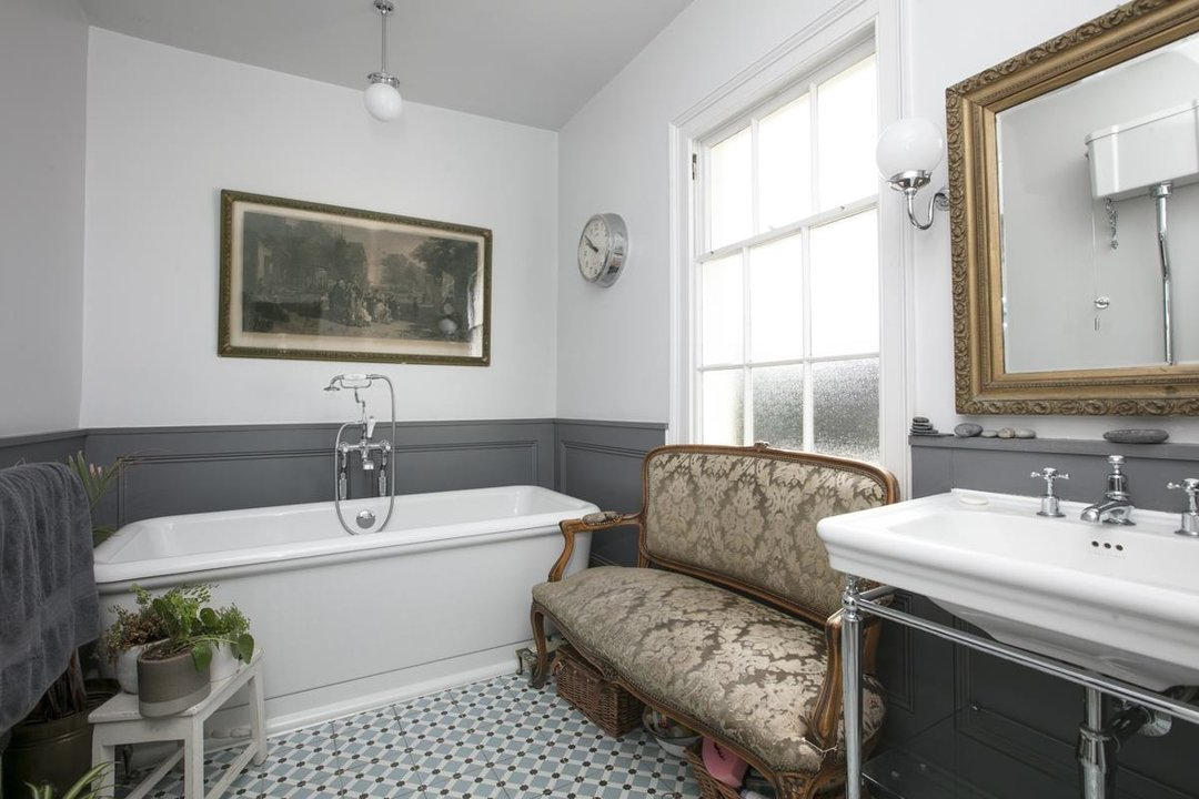 House - Semi-Detached For Sale in Highshore Road, SE15 318 view12