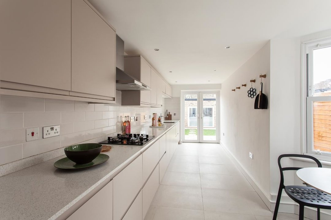 House - Terraced For Sale in Hollydale Road, SE15 340 view2