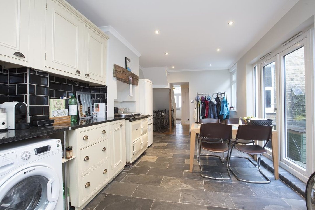 House - Terraced Sale Agreed in Ivydale Road, SE15 252 view5