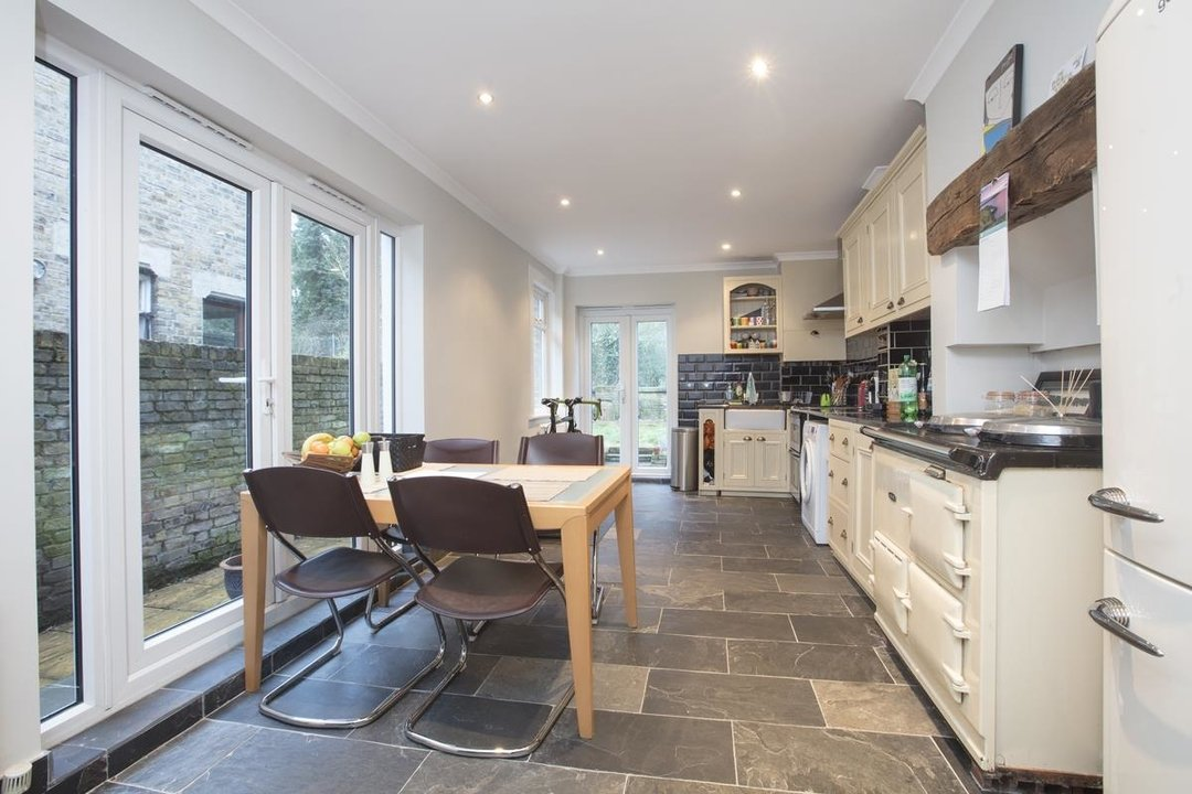 House - Terraced Sale Agreed in Ivydale Road, SE15 252 view4