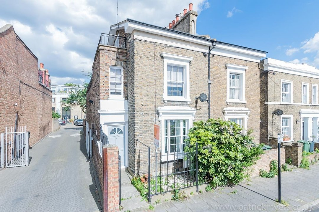 House - End Terrace Sale Agreed in Kenbury Street, SE5 39 view1