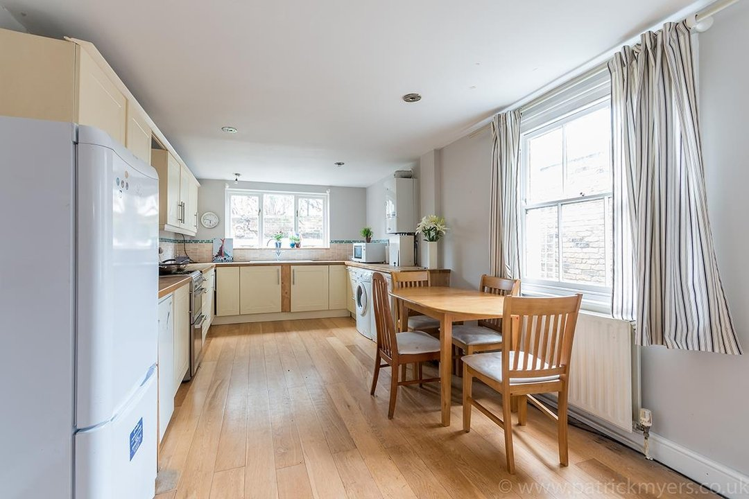 House - End Terrace Sale Agreed in Kenbury Street, SE5 39 view4
