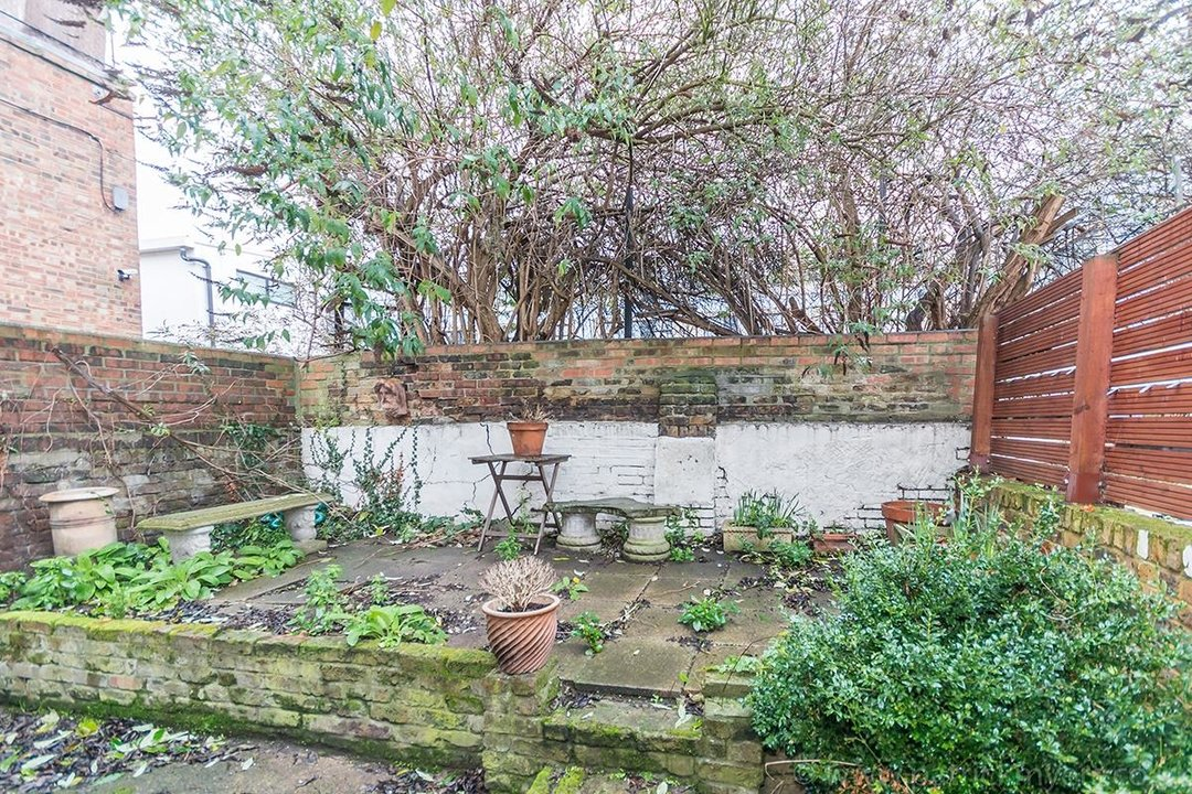 House - End Terrace Sale Agreed in Kenbury Street, SE5 39 view7