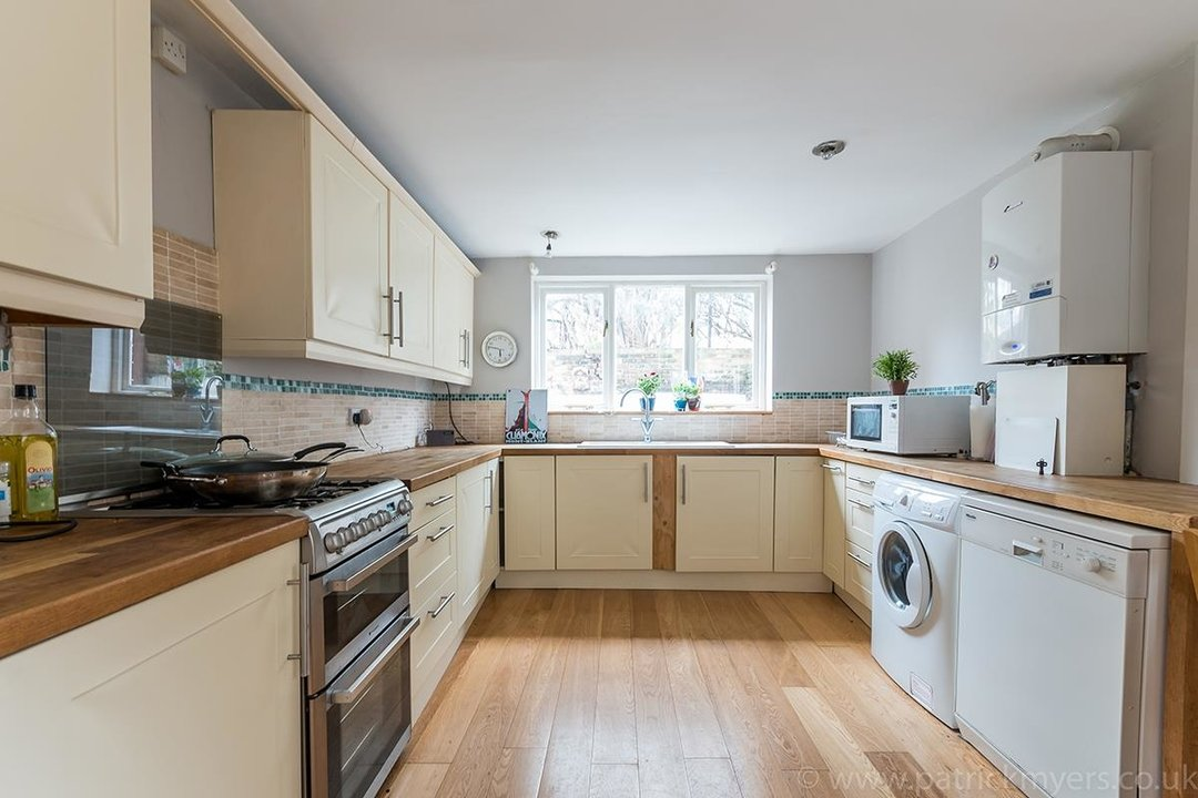 House - End Terrace Sale Agreed in Kenbury Street, SE5 39 view5