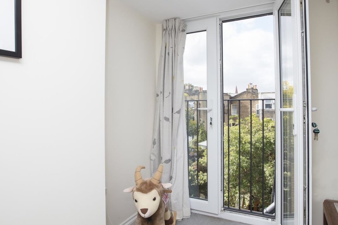 House - Terraced Sold in Kinsale Road, SE15 232 view14