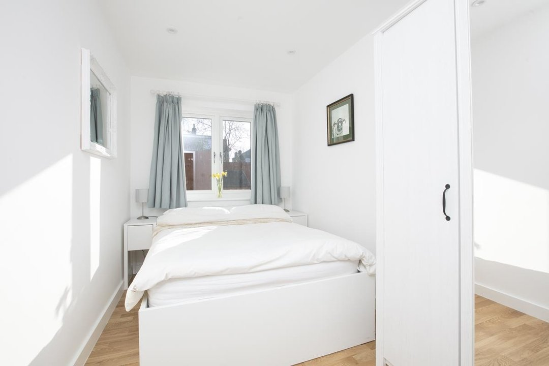 House - Detached For Sale in Kirkwood Road, SE15 255 view5
