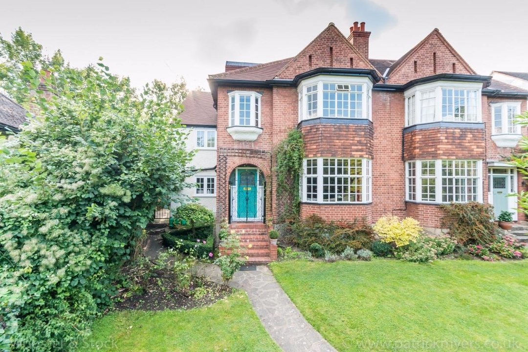 House - Terraced For Sale in Longton Avenue, SE26 174 view1