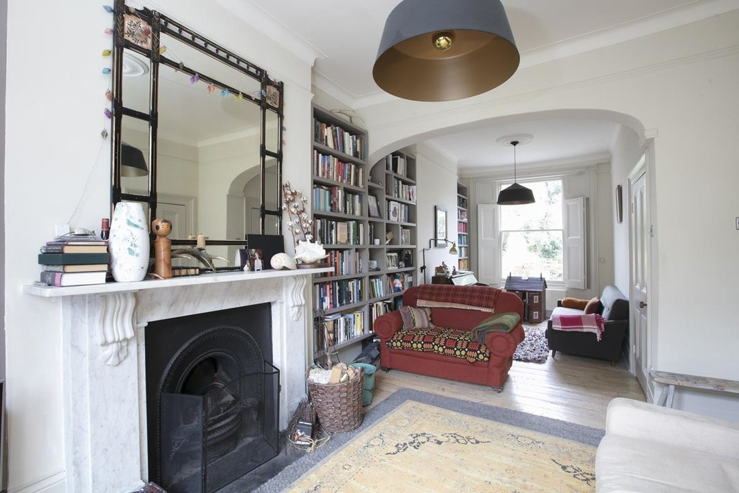 House - Terraced For Sale in Lyndhurst Grove, SE15 320 view3