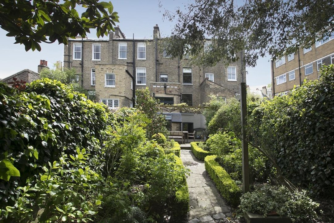 House - Terraced For Sale in Lyndhurst Grove, SE15 320 view2