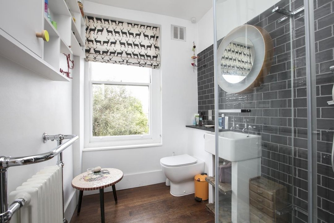 House - Terraced For Sale in Lyndhurst Grove, SE15 320 view29