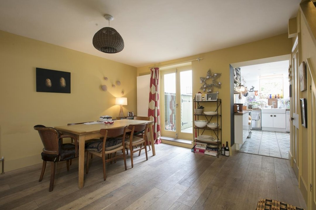 House - Terraced For Sale in Lyndhurst Grove, SE15 320 view6