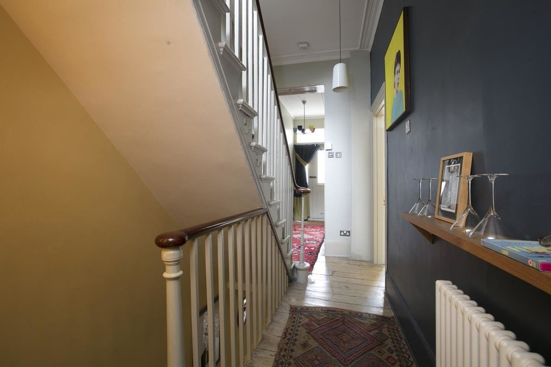 House - Terraced For Sale in Lyndhurst Grove, SE15 320 view8