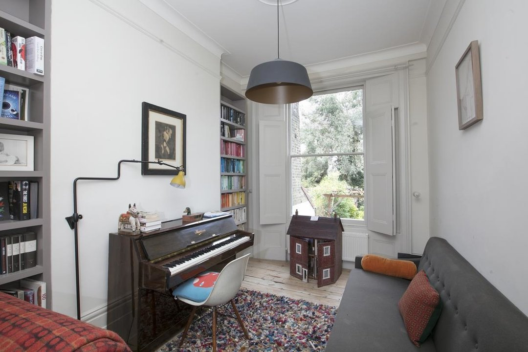 House - Terraced For Sale in Lyndhurst Grove, SE15 320 view5