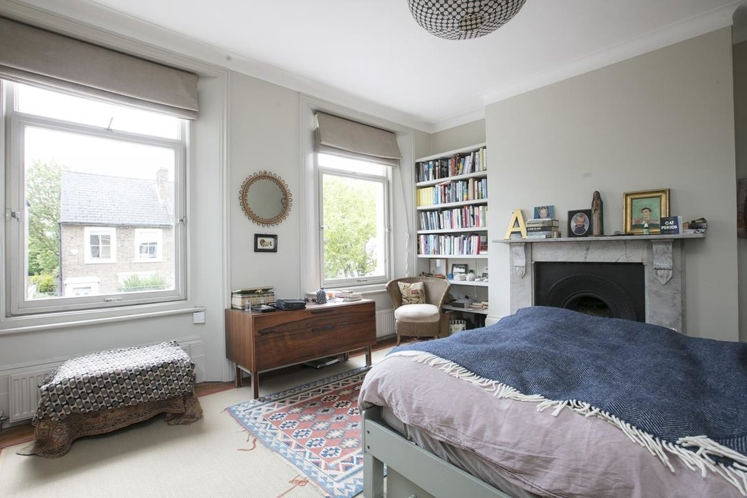 House - Terraced For Sale in Lyndhurst Grove, SE15 320 view13