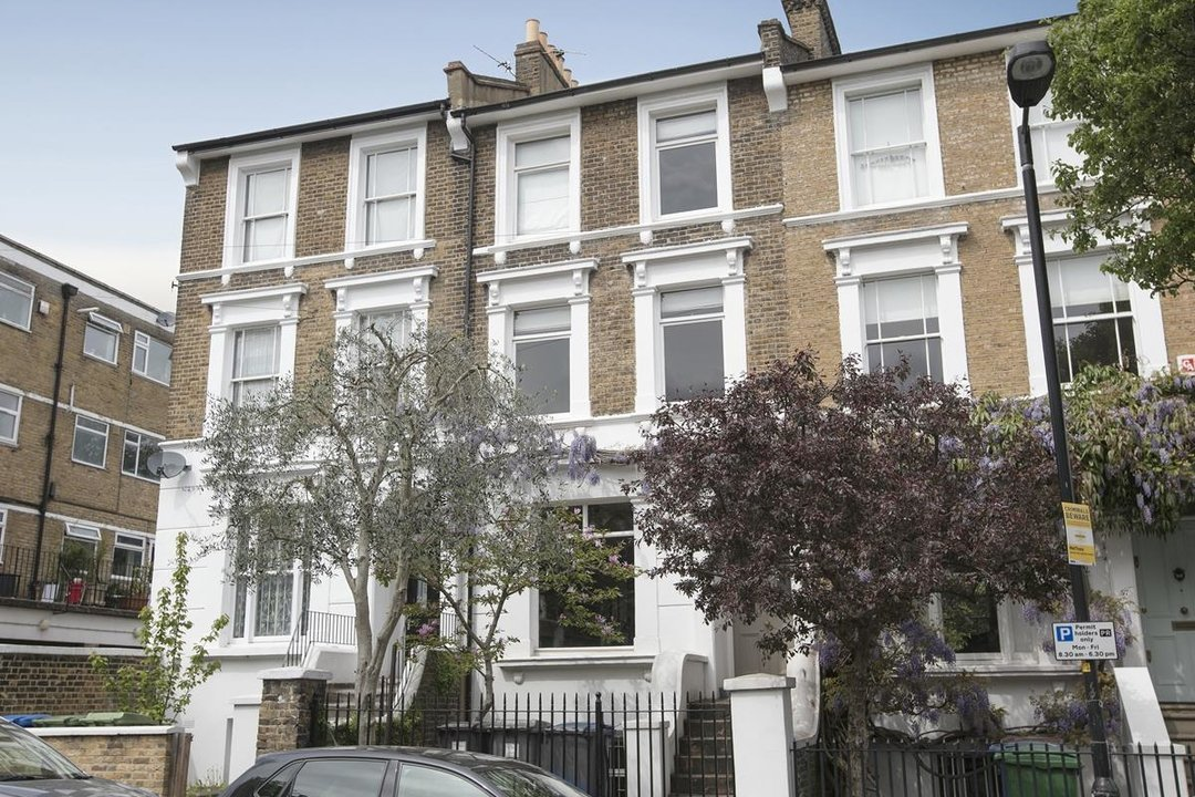 House - Terraced For Sale in Lyndhurst Grove, SE15 320 view1