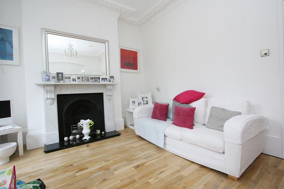House - Semi-Detached Sale Agreed in Lyndhurst Way, SE15 55 view3