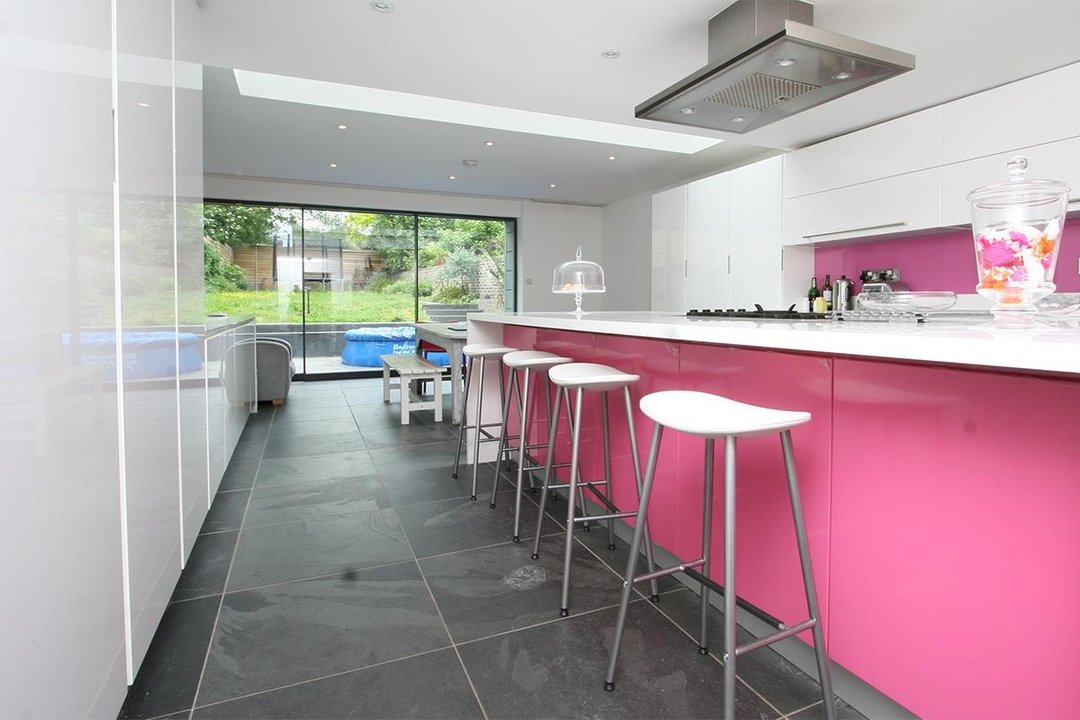 House - Semi-Detached Sale Agreed in Lyndhurst Way, SE15 55 view11