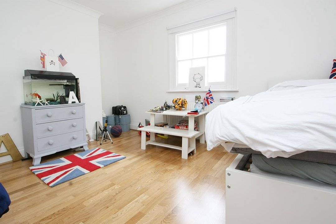House - Semi-Detached Sale Agreed in Lyndhurst Way, SE15 55 view9