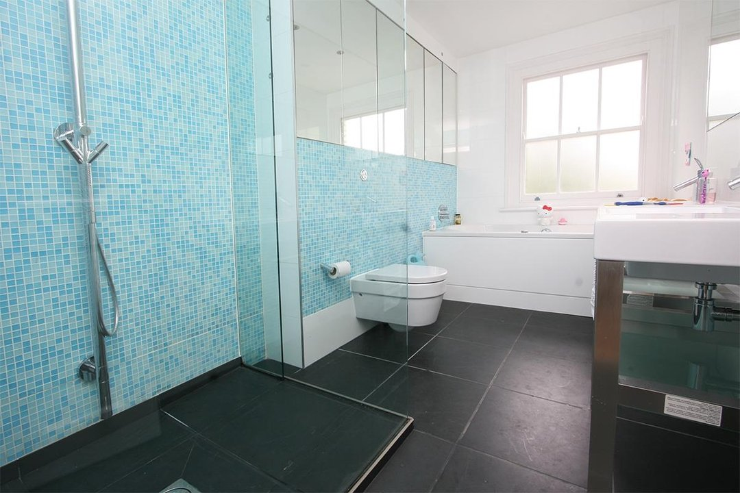 House - Semi-Detached Sale Agreed in Lyndhurst Way, SE15 55 view7