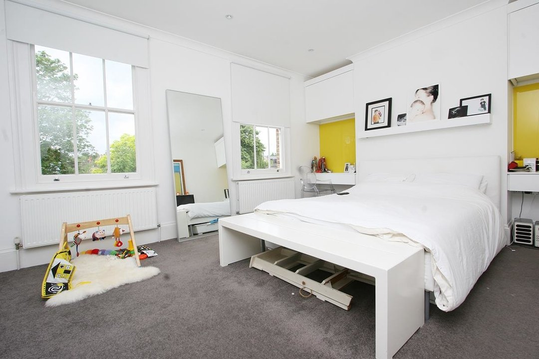 House - Semi-Detached Sale Agreed in Lyndhurst Way, SE15 55 view5