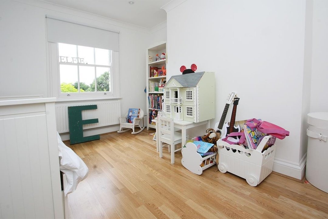 House - Semi-Detached Sale Agreed in Lyndhurst Way, SE15 55 view8