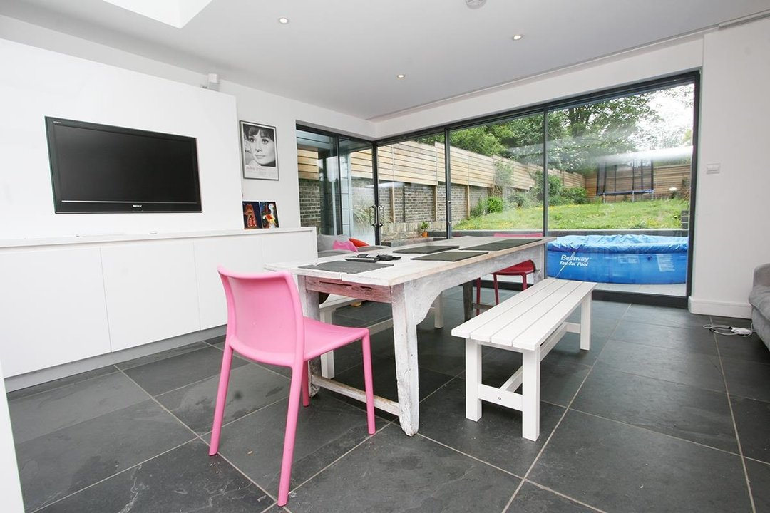 House - Semi-Detached Sale Agreed in Lyndhurst Way, SE15 55 view10