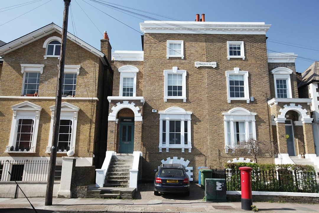 House - Semi-Detached Sale Agreed in Lyndhurst Way, SE15 55 view1