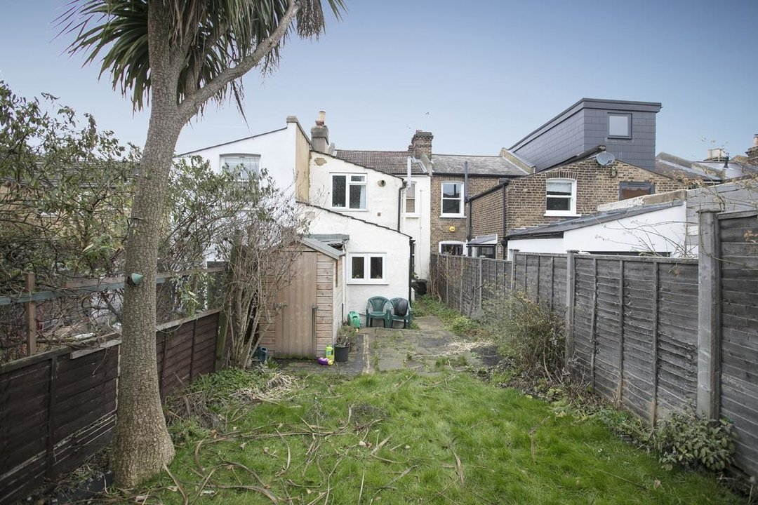 House - Terraced Sale Agreed in Machell Road, SE15 289 view4
