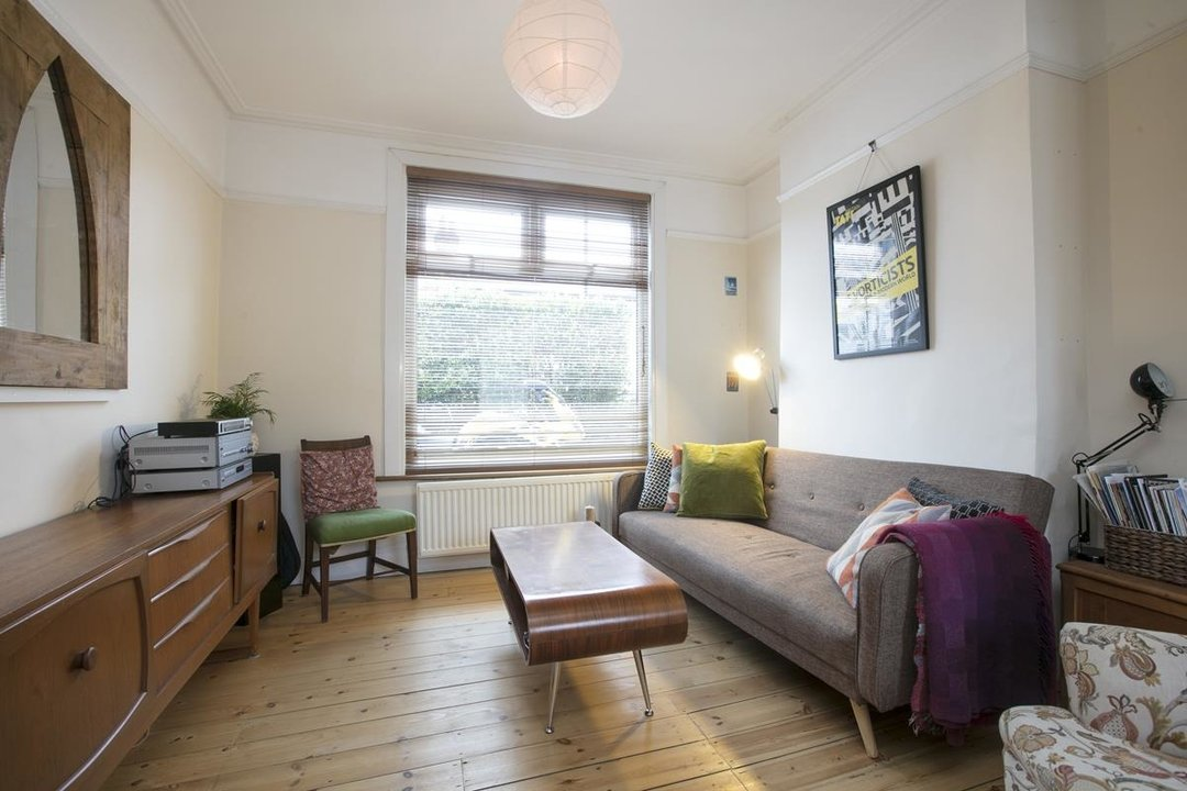 House - Terraced Sale Agreed in Machell Road, SE15 289 view2