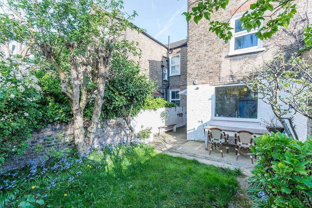 House - Terraced For Sale in McDowall Road, SE5 241 view2