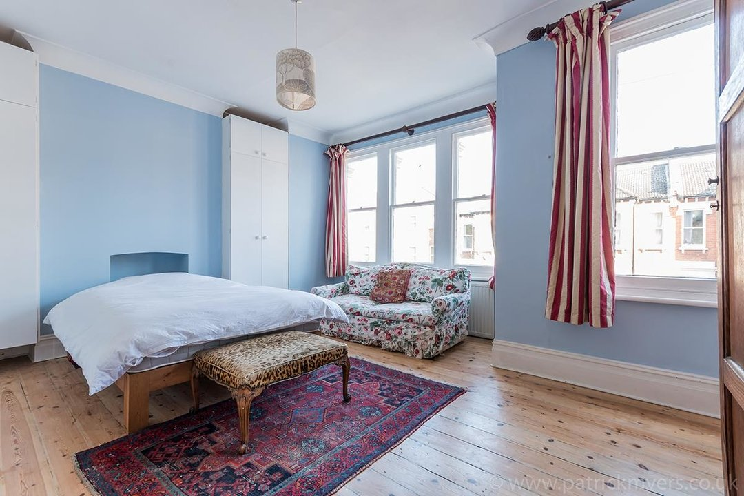 House - Terraced For Sale in McDowall Road, SE5 241 view9