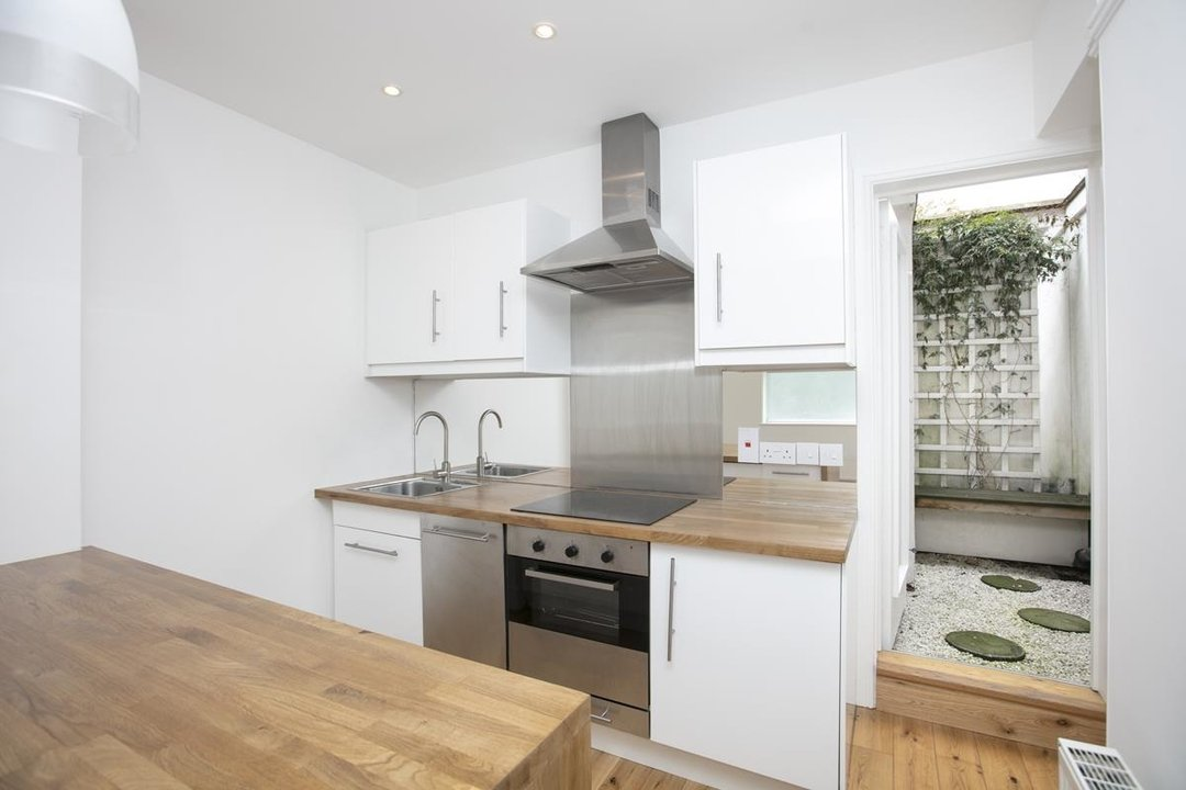 House - Terraced For Sale in New Church Road, SE5 301 view5