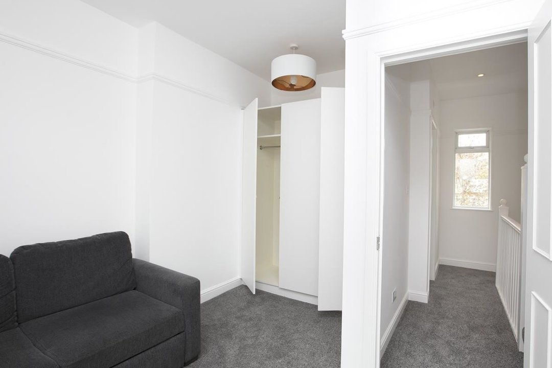 House - Terraced For Sale in New Church Road, SE5 301 view6