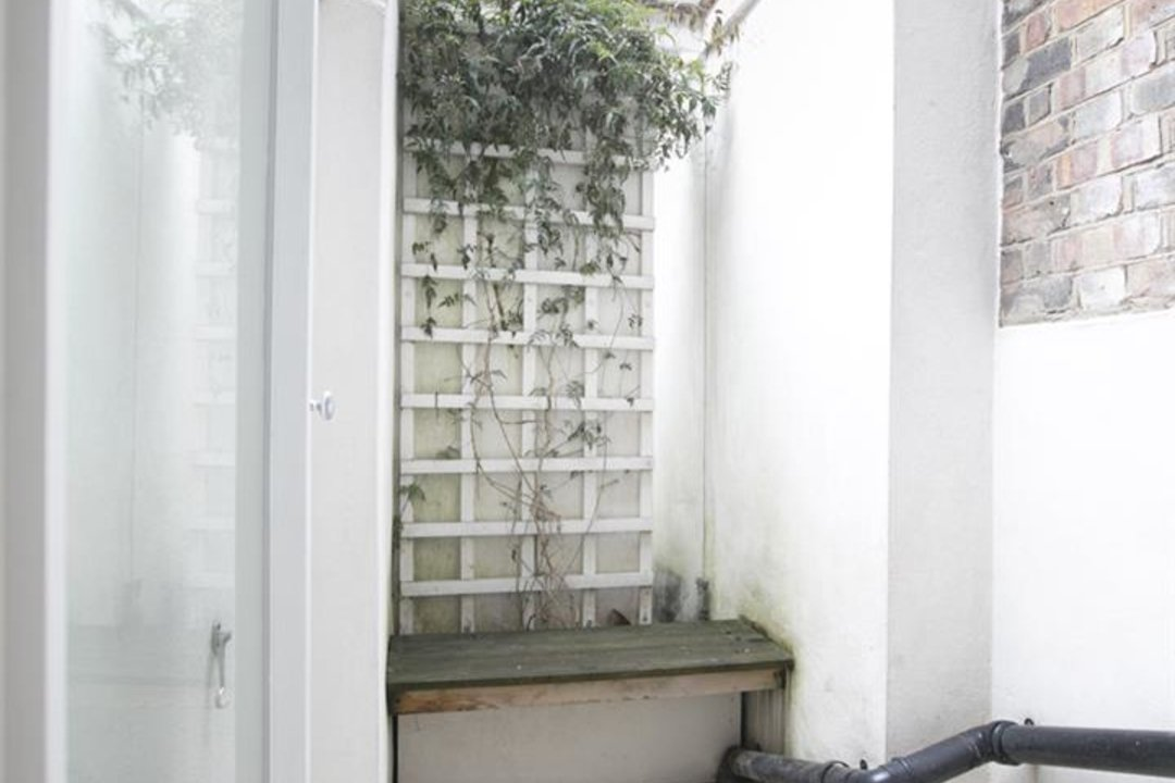 House - Terraced For Sale in New Church Road, SE5 301 view3