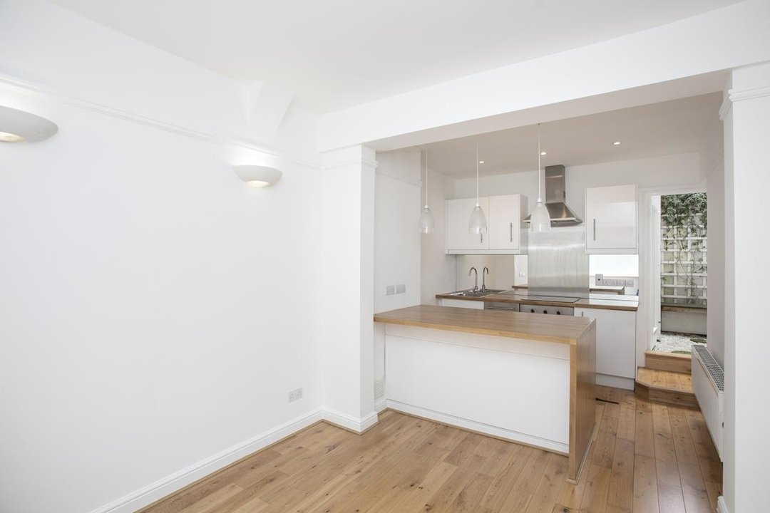 House - Terraced For Sale in New Church Road, SE5 301 view2