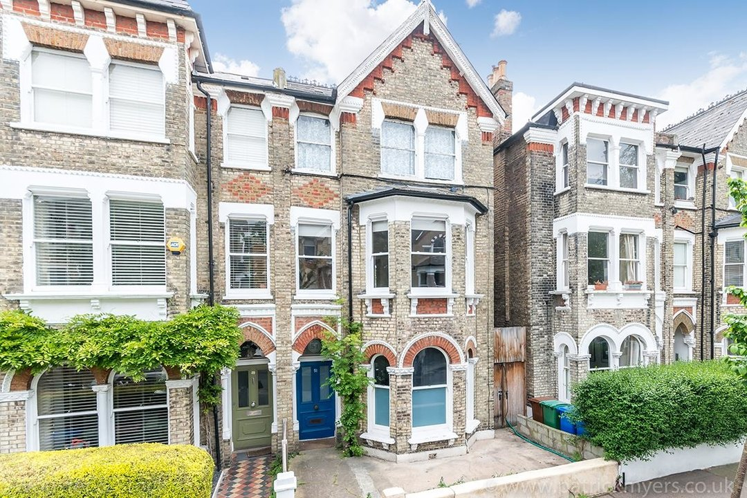 Flat/Apartment Sale Agreed in Oakhurst Grove, SE22 70 view1