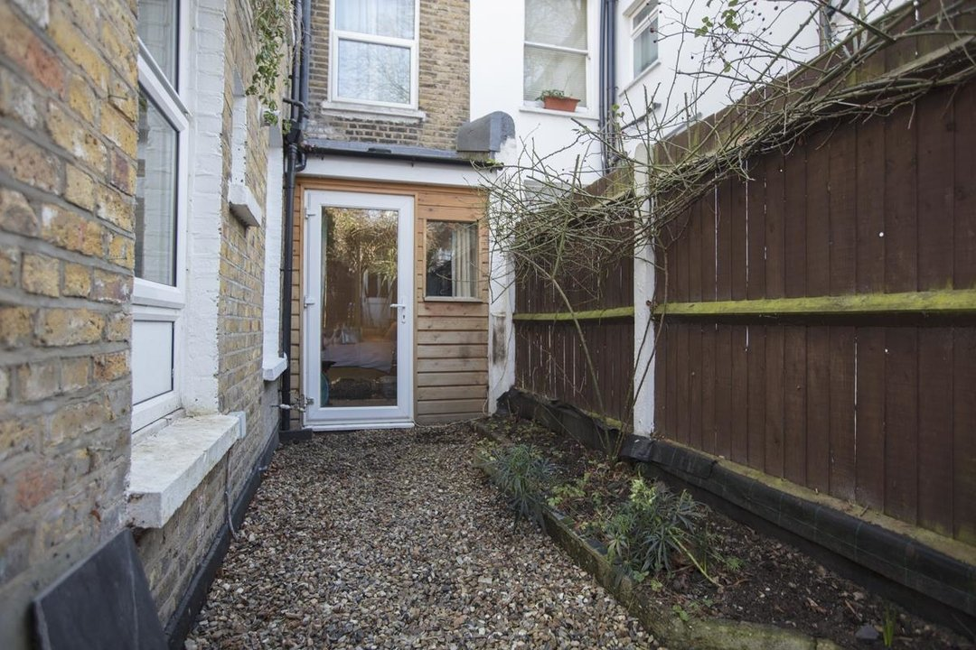 Flat - Conversion Sale Agreed in Overcliff Road, SE13 270 view17