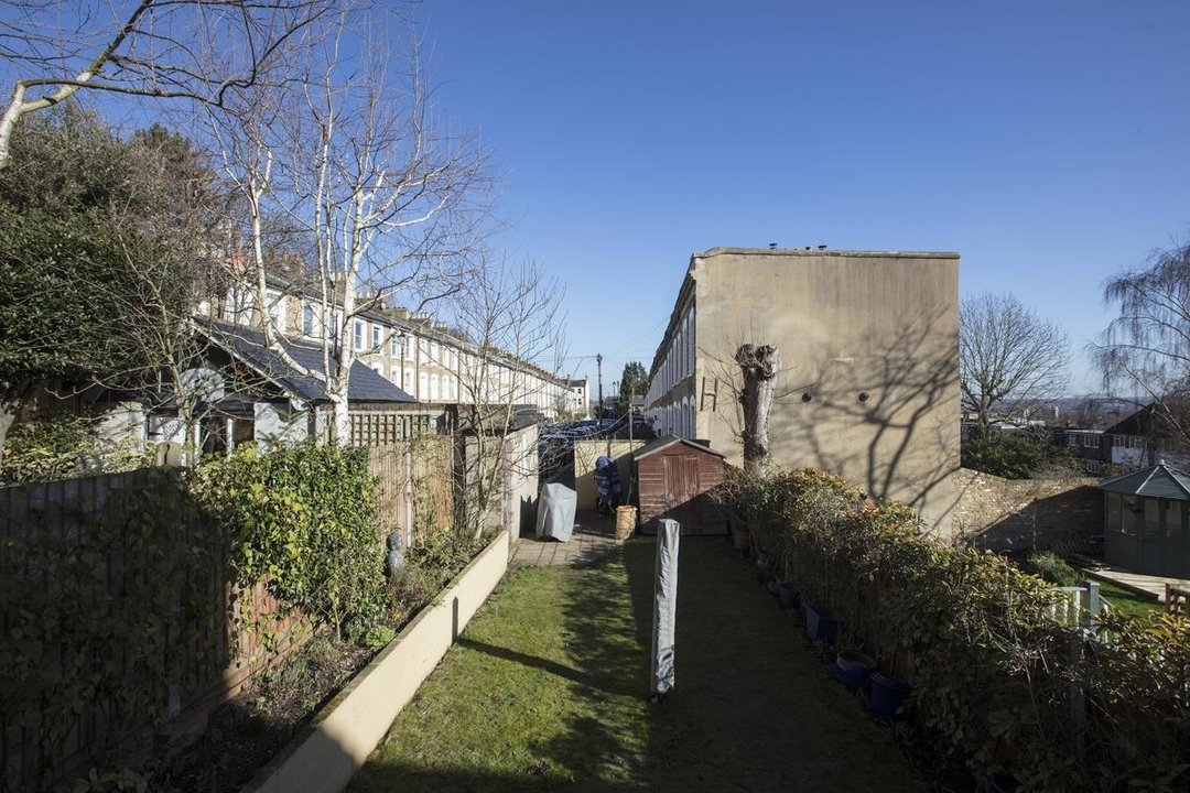 House - Terraced Sale Agreed in Panmure Road, SE26 271 view6