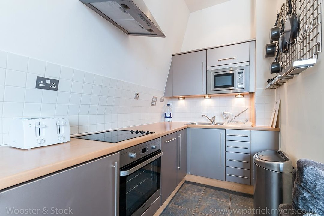 Flat/Apartment For Sale in Peckham Grove, SE15 202 view6