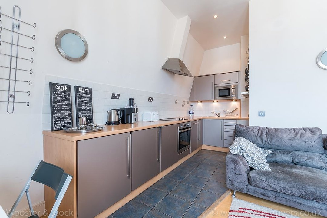 Flat/Apartment For Sale in Peckham Grove, SE15 202 view5
